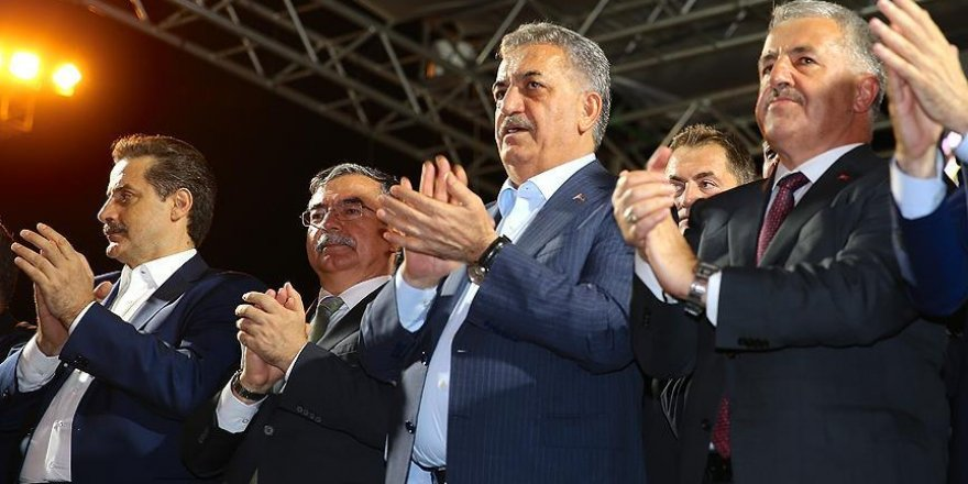Sakarya'daki demokrasi nöbetine bakanlar da katıldı