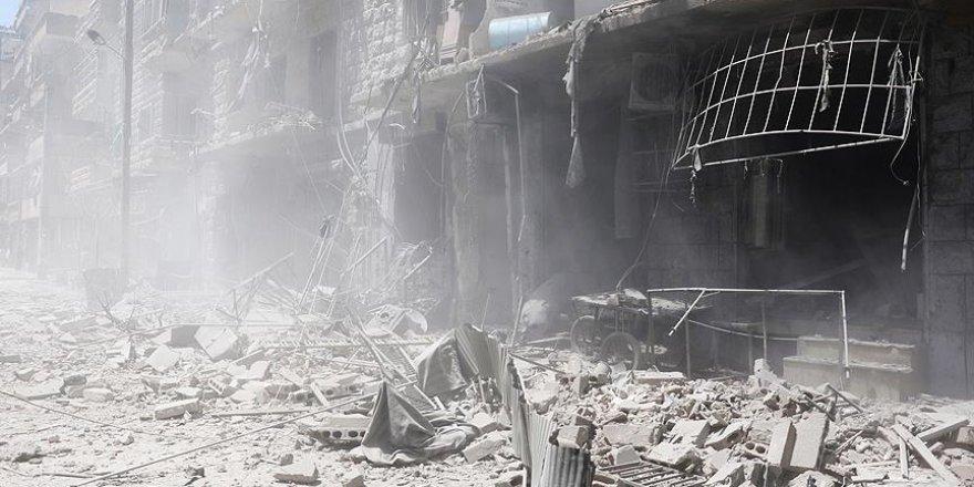 Rus uçakları Halep'te yerleşim yerine saldırdı