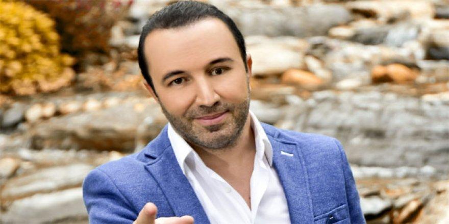 Genç sanatçı 'Seninleyiz, Yanındayız Tayyip Erdoğan' dedi