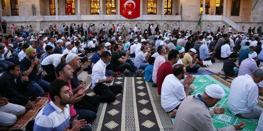 Demokrasi şehitleri için Fatih Camisi'nde dua