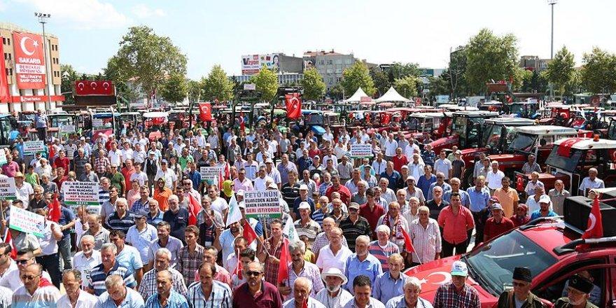 Sakaryalı çiftçilerden traktörlerle 'demokrasi konvoyu'