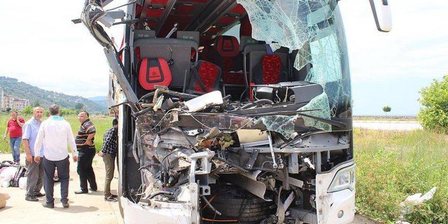 Giresun'da trafik kazası: 1 ölü, 34 yaralı