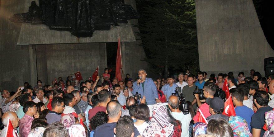 Ereğli'de demokrasi nöbeti sürüyor