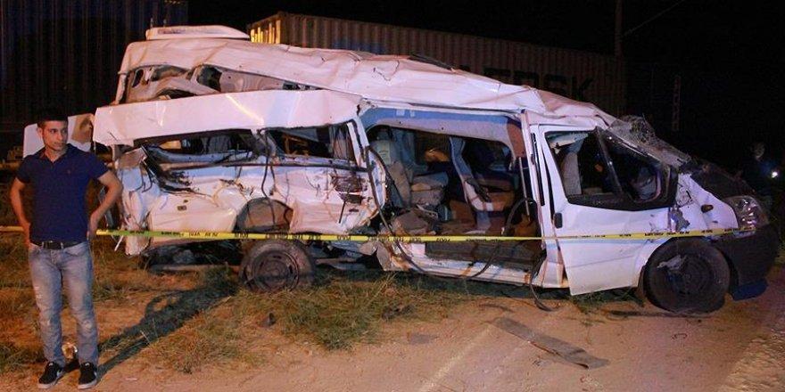 Niğde'de hemzemin geçitte kaza: 3 ölü, 13 yaralı