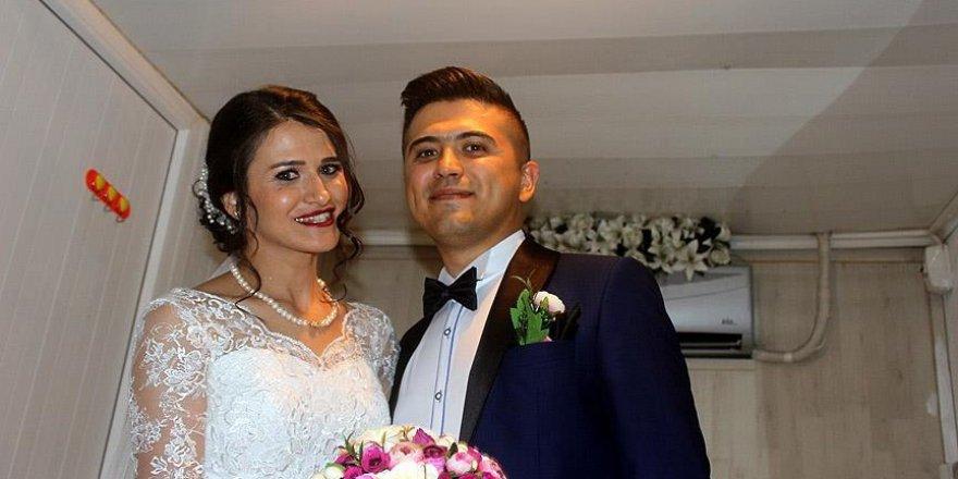 Darbe girişimi nedeniyle evlenemeyen çift düğün yaptı