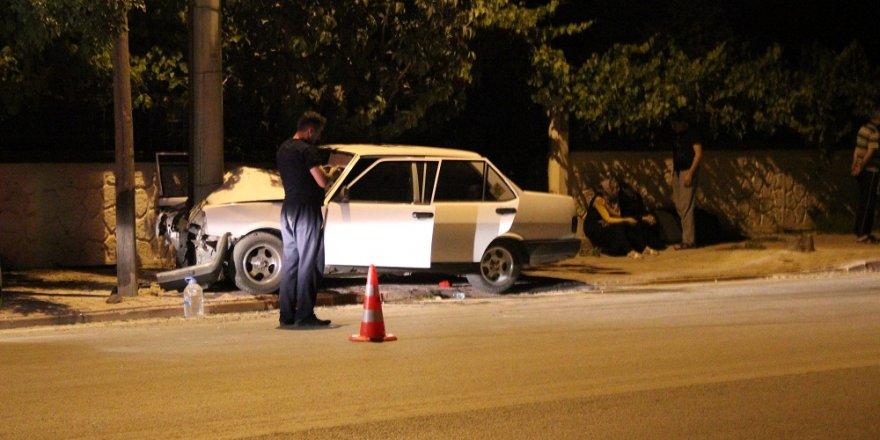 Konya'da otomobil aydınlatma direğine çarptı: 1 ölü, 3 yaralı