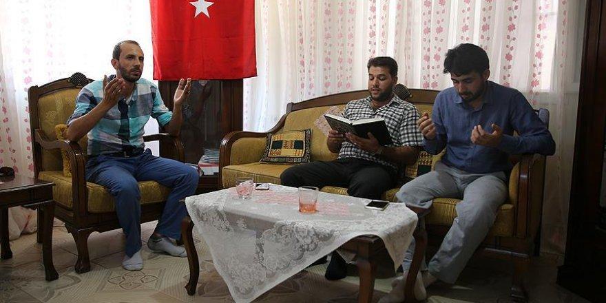 'Suriyeliler olarak Türkiye'nin her daim yanındayız'