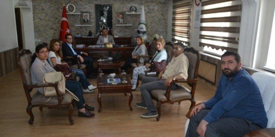 Ardahanlı avukatlar Başkan Köksoy'u makamında ziyaret etti