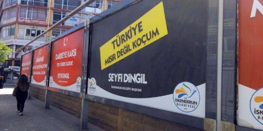 """Başkan Dingil'den darbecilere afişli tepki: """"Türkiye Mısır değil koçum"""""""