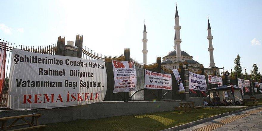 Halk Erdoğan'a desteğini pankart ve karikatürlerle gösterdi