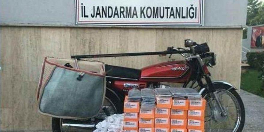 Motosiklet heybesinde 40 adet kaçak cep telefonu ele geçirildi
