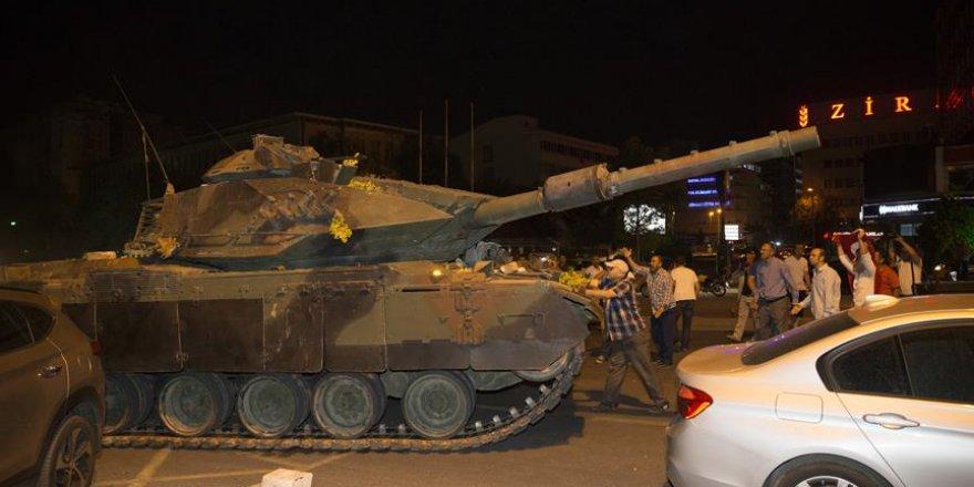 'Tankların gösteri için yürütüleceğini sandım'