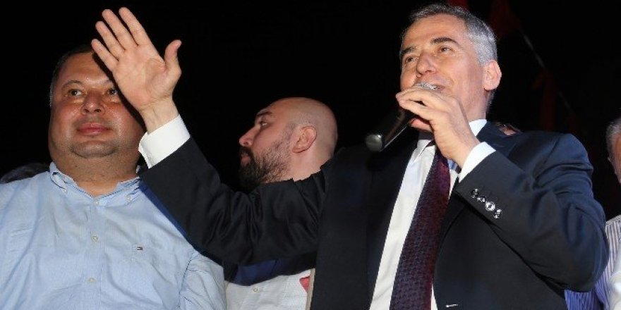 Başkan Zolan Aydın'da 'demokrasi nöbeti'ne katıldı