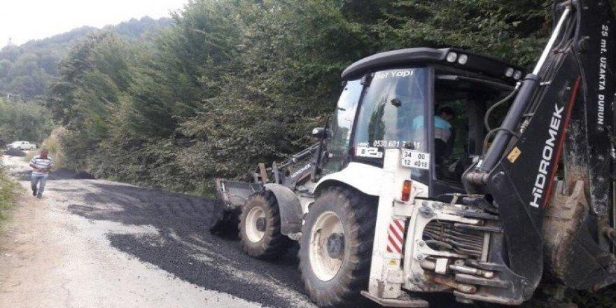 Akçakoca'da Köy asfalt yama çalışmaları sürüyor