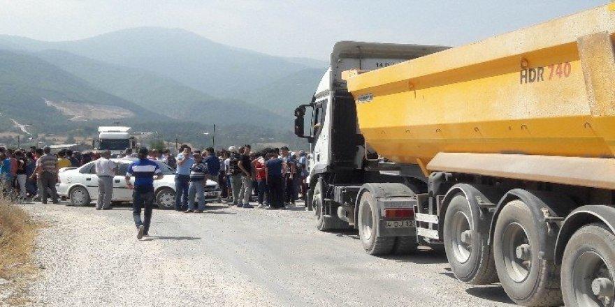 Köylüler yolun asfaltlanması için eylem yaptı