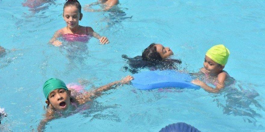 Nazilli'de 108 çocuk yüzmeyi öğrendi