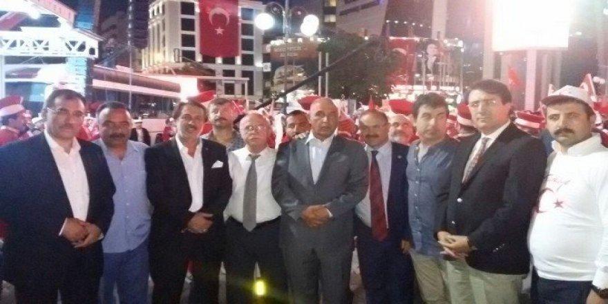 Ilıcalı'dan bir gecede iki şehirde, dört demokrasi nöbeti