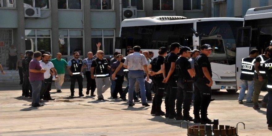 Konya'da 9 öğretmen gözaltına alındı