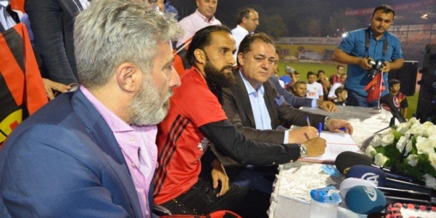 Erkan Zengin imzayı attı
