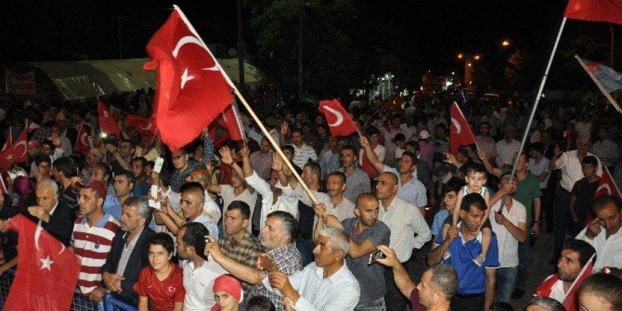 Muş'ta Demokrasi Nöbeti Aralıksız Devam Ediyor