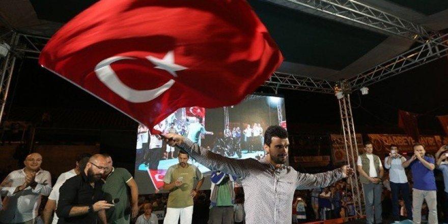 Kenan Sofuoğlu, meydana motosikletiyle geldi