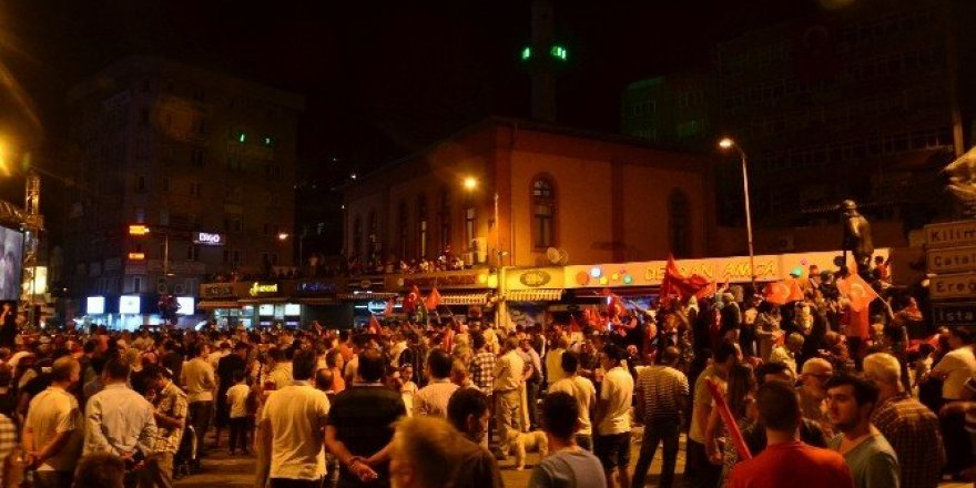 Zonguldak'ta demokrasi nöbeti sürüyor