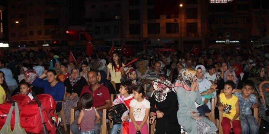 Kilis'te demokrasi nöbeti sürüyor