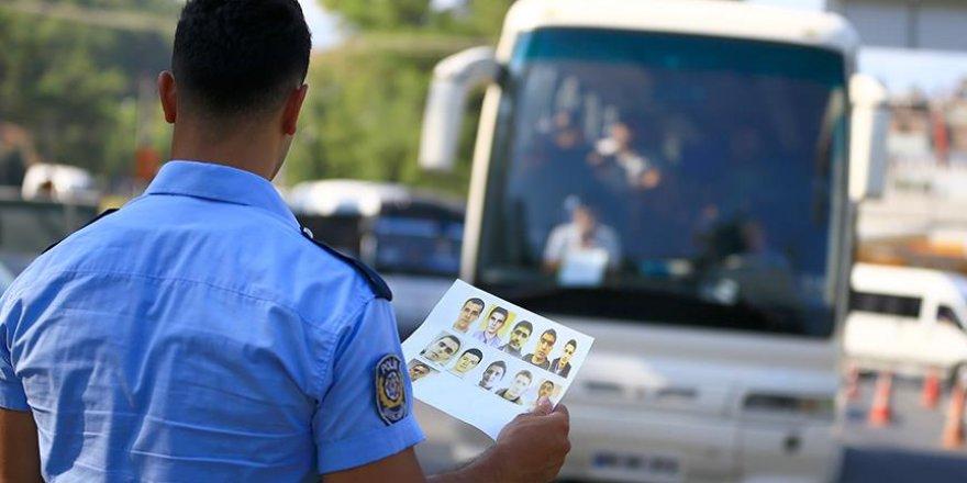 Erdoğan'a saldırı düzenleyen 11 askeri 600 kişi arıyor