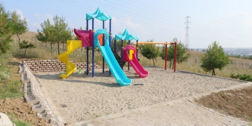Hırsızlar çocuk parkındaki salıncakları çaldı