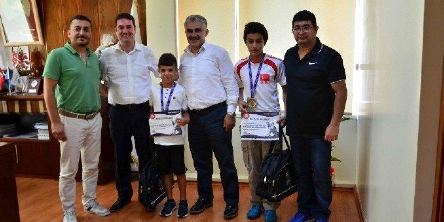 Ataşbak, başarılı judocuları kabul etti