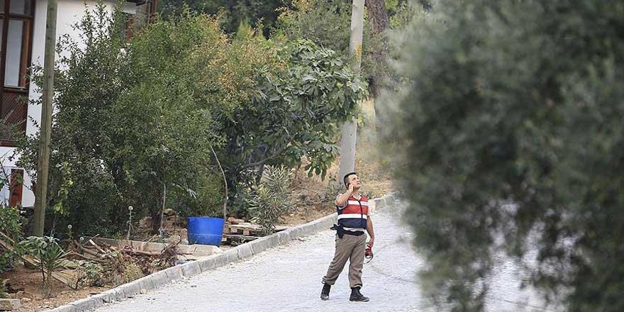Aranan darbeci askerler silah zoruyla ekmek çaldı