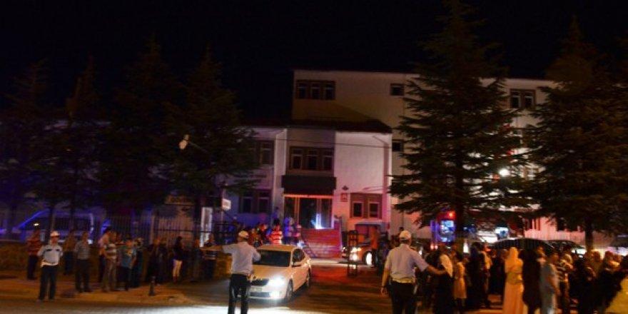 Kınada yakılan maytap yangına neden oldu