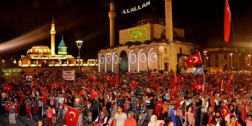Konya'da 'demokrasi nöbeti' sürüyor