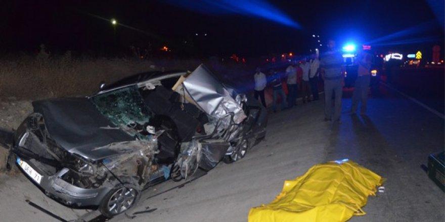 Konya'da otomobille kamyonet çarpıştı: 1 ölü, 2 yaralı