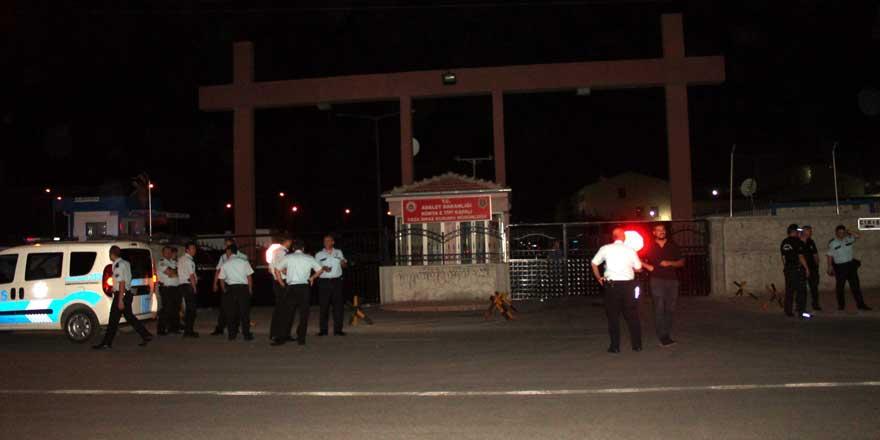 Mahkumlar cezevinde yangın çıkardı
