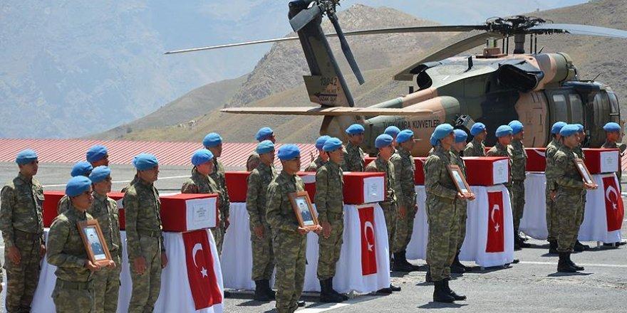 Hakkari'de şehit düşen 8 asker için tören düzenlendi