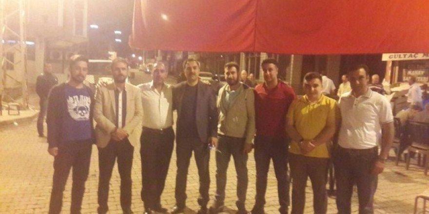 Adilcevazlı gençler Ahlat'ta demokrasi nöbetine katıldı