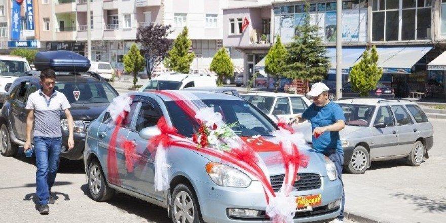 Gelin arabalarında süsleme telaşı