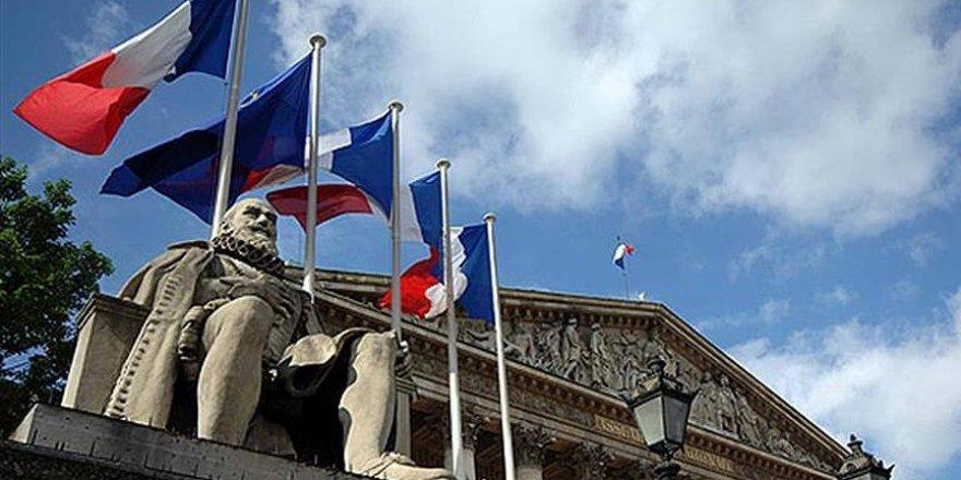 Fransa'da Müslümanlar ve Hristiyanlar teröre karşı birlikte yürüdü