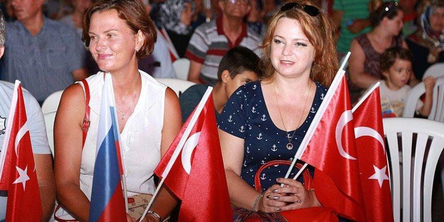 Ruslar da demokrasi nöbetinde