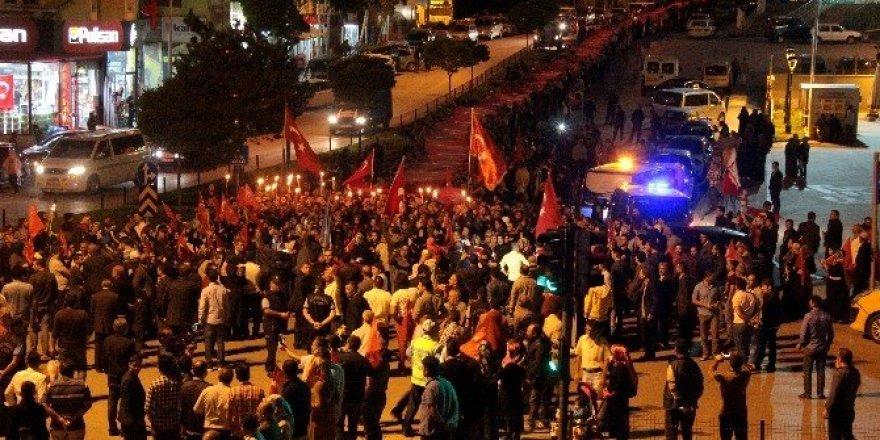 """Erzurum'da 500 metre uzunluktaki bayrakla """"Bayrak yürüyüşü"""" düzenlendi"""
