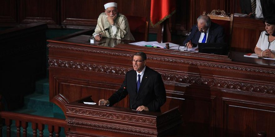 Tunus'ta Sıyd hükümeti güvenoyu alamadı