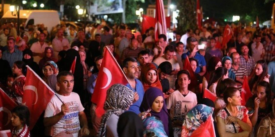 Topçu nöbet tutan vatandaşlara seslendi
