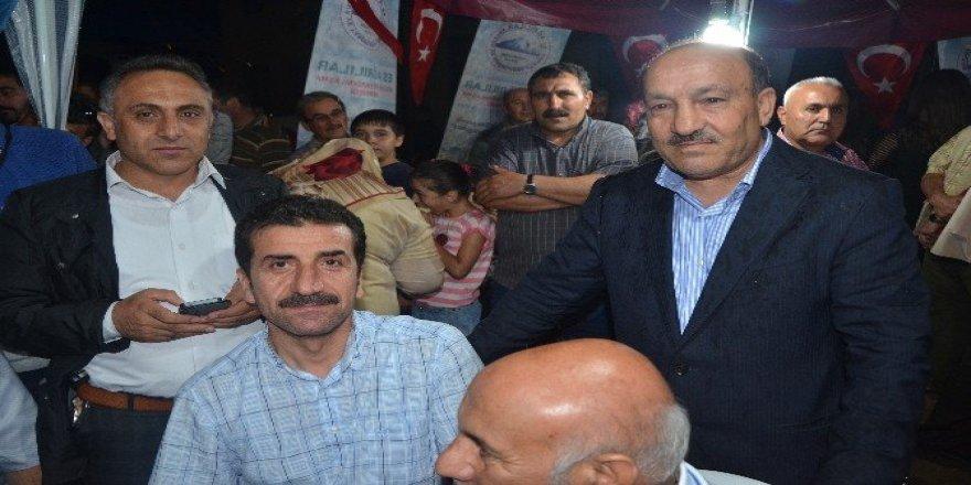 Es Ağrılılar'dan demokrasi nöbetine destek
