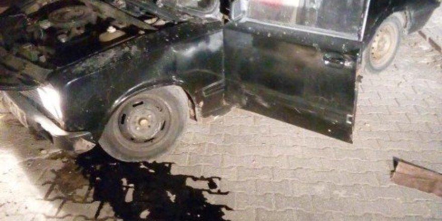 Diyarbakır'da çaldıkları otomobille kaza yapan 3 hırsız aracı bırakıp kaçtı