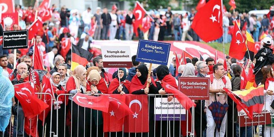 Avrupalı Türkler Köln'de demokrasi mitingi için buluştu