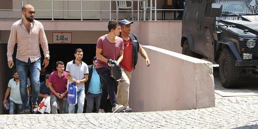İzmir'deki FETÖ soruşturmasında 25 şüpheli adliyede