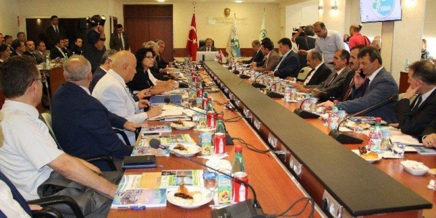 """Bakan Eroğlu'ndan bürokratlara: """"Atış serbest"""""""
