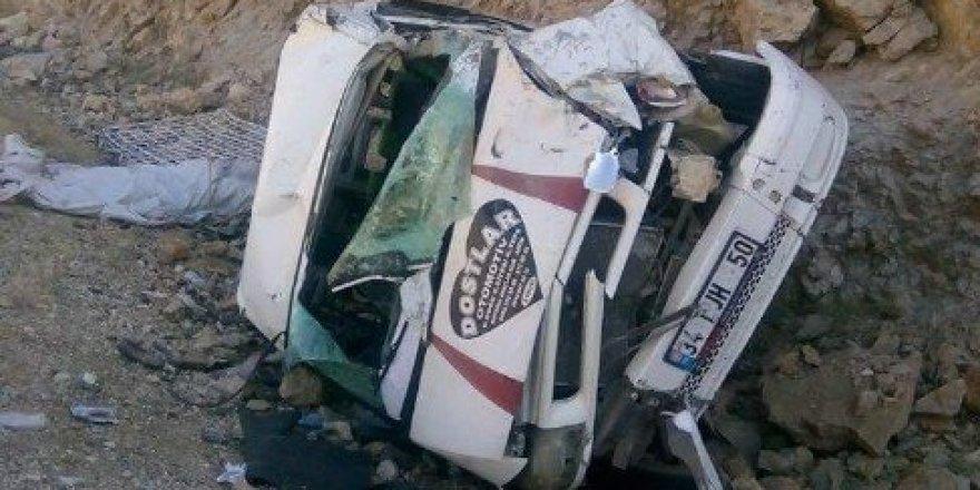 Mevsimlik işçileri taşıyan minibüs devrildi: 16 yaralı
