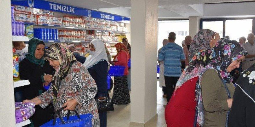 Yunusemre Gıda Bankası'nda alışverişler başladı